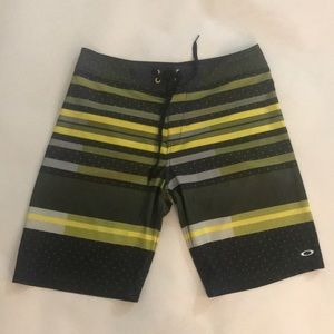 Oakley board shorts size 32 worn only once